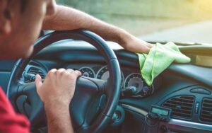 Auto salongi puhastamine
